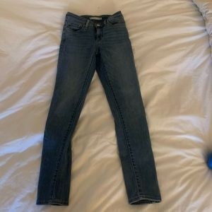 711 Levi's skinnies size 24